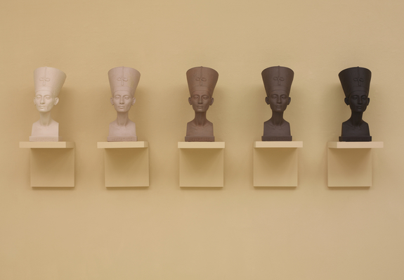 Grey Area (Brown version), 1993 5 painted plaster busts, 5 painted wood shelves Photograph by Ellen Labenski, courtesy Pace Gallery © Fred Wilson